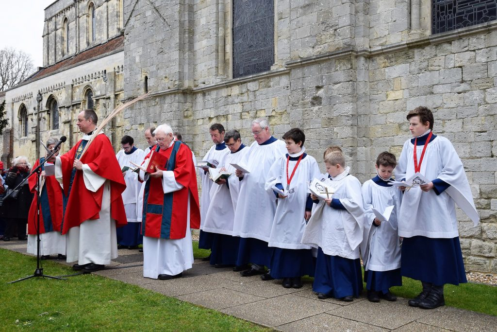Romsey Abbey Choir in the South Garth- Image KG - 20.03.2016